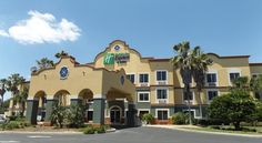 Holiday Inn Express Hotel & Suites - The Villages The Villages Rialto Villages Town Square, offering free live music every night, is a 10-minute walk from this Florida hotel. It features an outdoor pool, fitness center and spacious rooms with a 32-inch flat-screen cable TV.