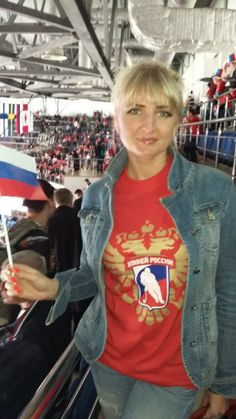 Вот такие футболки выдавали вчера на игру нашей сборной с чешским соперником. Главное - предъявить билет на входе в свой сектор и все - получай футболку, выбирай ее в коробках. Правда, в основном были маленькие размеры, но никто не отказался надеть полученный сувенир в поддержку наших парней:) Некоторые болельщики смогли натянуть их наполовину, но не снимали до конца матча. Атмосфера была очень душевная, эмоции зашкаливали, арена была забита! Denim, Jackets, Fashion, Down Jackets, Moda, Fashion Styles, Fashion Illustrations, Jacket, Jeans