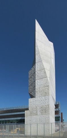 Textured Tower / Coll-Barreu Arquitectos