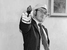 In una casa chiusa degli anni '30 si consuma il delitto di un gangster di cosa nostra.  http://teatrolavoriincorso.it/