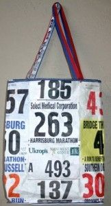 DIY race bib tote bag-- super cute and so creative! Personally, now I have something to do with my race bibs. But, it could be a cool giveaway or sell for a race: bag made out of a race's bibs over the past 10 years. Running Bibs, Running Medals, Running Race, Running Club, Running Shirts, Trail Running, Race Bibs, Luanna, Gifts For Runners