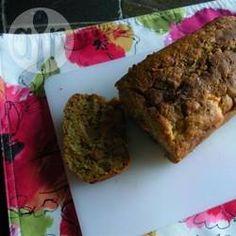 Zucchini-Pflaumen-Kuchen, Ein super Rezept, um Zucchini und Pflaumen zu verwerten. Das Rezept ergibt 2 Kastenkuchen, also einen zum Einfrieren. @ de.allrecipes.com