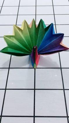 Instruções Origami, Origami And Kirigami, Origami Design, Cool Paper Crafts, Paper Crafts Origami, Diy Paper, Peacock Crafts, Creation Deco, Origami Animals