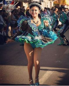 Carnival Girl, Girl Drawing Sketches, Hot Cheerleaders, Perfect Legs, Latin Women, Carnival Costumes, Girl Dancing, Showgirls, Traditional Outfits