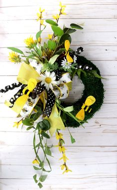 Excited to share this item from my #etsy shop: Summer Bee Wreath, Small moss wreath, Spring Porch Wreath, Summer decor, Kitchen Daisy wreath, Wall decor, beach house decor, Country Moss Wreath, Spring Front Door Wreaths, Beach House Decor, Home Decor, Porch, Daisy, Bee, Wall Decor, Etsy Shop