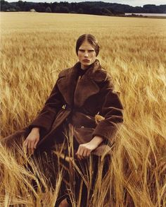 Scandinavian Silhouette: Adela Stenberg by Bjarne x Takata - Minimal. / Visual.