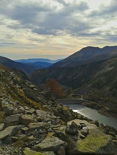Gento Lake in Vall Fosca, Pallars Jussà, Catalan Pyrenees (Catalonia)