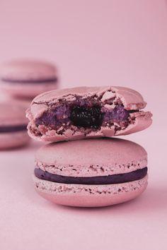 Macaron с черничным ганашем : birosss — ЖЖ Cake Land, Food Png, Food Graphic Design, Cute Food, Chocolate Cake, Food Photography, Bakery, Sweets, Snacks