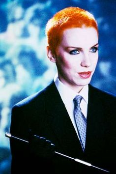 Annie Lennox, this is how I first saw her on the 80s music show Razzamatazz. thought she was so cool.........suegee