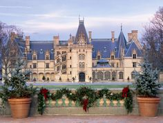 The inside secrets that Biltmore's staff uses to decorate 250-room #Biltmore House.