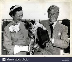 Download this stock image: May 22, 1953 - Duke and Duchess of Windsor and their pug dog ''Trooper'' leaving for France aboard the United States. - E0M33T from Alamy's library of millions of high resolution stock photos, illustrations and vectors.