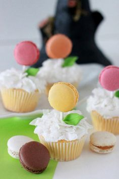 cupcake + macarron = OMG