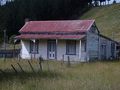 Old house, Sth Taihape, New Zealand Building Art, Church Building, Building A House, New Zealand Houses, New Zealand Art, Boat Shed, Art In The Park, Roy Orbison, Kiwiana