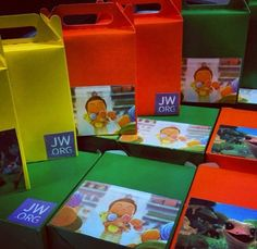 Kids candy boxes Jw Gifts, Party Gifts, Craft Gifts, Tea Party, Caleb Y Sofia, Caleb And Sophia, Jw Pioneer, Pioneer Gifts, Jw Bible