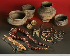 Early 6thC merovingian female grave goods. Issendorf, Germany.