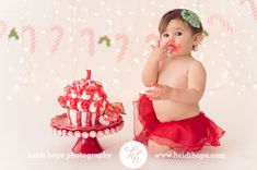 Christmas Holiday 1st birthday cake smash session inspiration. Baby's 1st bday photo session idea ♡ Family Photography