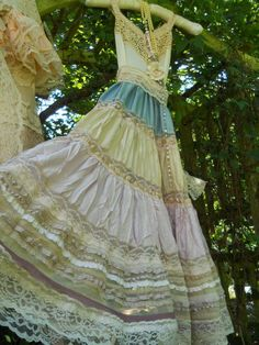 Cream lace dress blue lilac tiered dolly wedding romantic medium by vintage opulence on Etsy Vintage Dresses, Nice Dresses, Vintage Outfits, Prom Dresses, Flower Fashion, Boho Fashion, Vintage Fashion, Handmade Clothes, Diy Clothes