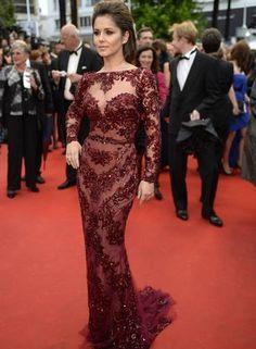 O quarto dia do Festival de Cannes foi marcado por looks poderosos. A cantora Cheryl Cole, por exemplo apostou num look precioso do estilista Zuhair Murad para cruzar o tapete vermelho Foto: ANNE-CHRISTINE POUJOULAT / AFP