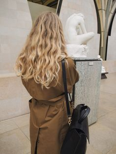 Everyone has a different hair color preference, but certainly the most sought-after color is the one and only: blonde. While going blonde might seem like the ideal hair color to choose for your nex… Hair Inspo, Hair Inspiration, Hair Day, Pretty Hairstyles, Messy Hairstyles, Wavy Hair, Hair Goals, Your Hair, Indie