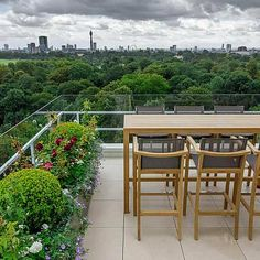 Roof terrace for Penthouse at Imperial Court Regents Park London The G Dachterrasse für Penthouse im Diy Pergola, Pergola Kits, Cheap Pergola, Pergola Ideas, Terrace Garden Design, Rooftop Garden, Balcony Garden, Condo, Modern Roofing