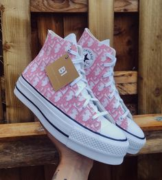 Cute Sneakers, Sneakers Mode, Sneakers Fashion, Fashion Shoes, Shoes Sneakers, Dr Shoes, Hype Shoes, Me Too Shoes, Pink Converse