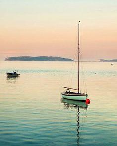 #Luoghi in cui vorremmo rifugiarci, per farci cullare dalle #onde del #mare… #Fotografia di andy.hall.355 con #Lumix #DMCG1 #PanasonicItalia #LumixItalia #Panasonic #PanasonicLumix #LumixG1 #fotografiadigitale #TravelCamera #natura #landscape #tramonto #tramontoalmare #barcaavela #pace #relax #inrivaalmare
