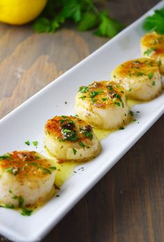 The best way to cook sea scallops. Pan-seared scallops with lemon butter and garlic sauce. Made with lemon, butter, garlic, and fresh parsley. Fish Recipes, Seafood Recipes, Dinner Recipes, Cooking Recipes, Cooking Rice, Cooking Bacon, Diabetic Recipes, Herb Butter, Lemon Butter
