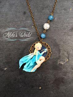 Collier chibi Elsa de La reine des neiges  par AkikosWorld sur Etsy