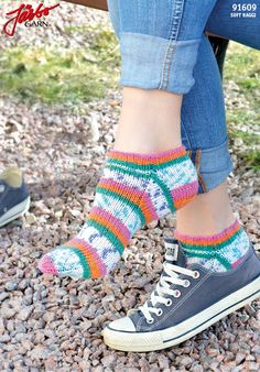Ankle socks with stretch in Soft Raggi. Knit Sneakers, High Top Sneakers, Magic Loop Knitting, Slipper Boots, Ankle Socks, Crochet Accessories, Baby Knitting Patterns, Knitting Socks, Knit Socks