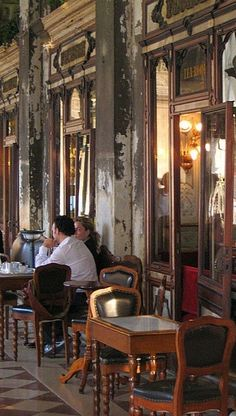 Caffe Florian, Venezia ... sitting there, just at one of those tables outside, drinking fresh bloodorange juice, listening to their classic musicians and watching the water rising slowly on St. Marks Square due to a hightide in early spring ... feeling slightly titanicked ;-) One of my most treasured travel memories. (Frau von Elm-Dings)