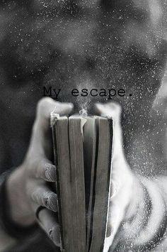 un buen libro nos lleva lejos de la realidad cerca de la imaginacion