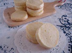 型抜き不要!クリームチーズクッキー。 by ゆう 「写真がきれい」×「つくりやすい」×「美味しい」お料理と出会えるレシピサイト「Nadia | ナディア」プロの料理を無料で検索。実用的な節約簡単レシピからおもてなしレシピまで。有名レシピブロガーの料理動画も満載!お気に入りのレシピが保存できるSNS。 Sweets Recipes, Bread Recipes, Desserts, Biscotti Cookies, Cheese, Cream, Cooking, Food, Crack Crackers