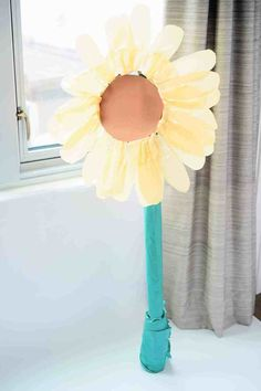 I've included all my paper flower SVG and PDF templates and tutorials in this article for free. It includes everything - a rose template drawing, daisy templates to cutout, free patterns for making paper flowers, medium paper flower template and more! Paper Sunflowers, Tissue Flowers, How To Make Paper Flowers, Large Paper Flowers, Giant Paper Flowers, Large Paper Flower Template, Paper Flower Tutorial, Homemade House Decorations, Sunflower Template