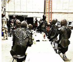 ATUALIZADO em 12/02/2017– um ator divulgou no Instagram uma foto do set de filmagens, em Toronto, do que ele afirma ser uma tripulação klingon. As novas armaduras foram vistas de relance no …