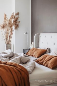 Neutral colours of nature and natural wrinkled texture of linen makes this bedroom serene and inviting. Cinnamon colour pillow cases and linen top sheet are paired with light gray bedding. Grab a good book and stay at home! Bed Linen Sets, Linen Duvet, Duvet Sets, Duvet Cover Sets, Bedding Master Bedroom, Grey Bedding, Bedroom Decor, Bedroom Inspo, Bedroom Inspiration