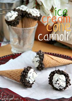 Ice Cream Cone Cannoli, A simple cannoli filling inside a sugar cone shell. Easy and delicious! Leave the gun, take the cannoli! Köstliche Desserts, Frozen Desserts, Frozen Treats, Delicious Desserts, Dessert Recipes, Yummy Food, Italian Desserts, Cannoli Filling, Cannoli Cream
