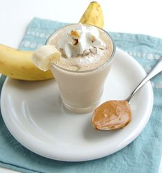 perfect after workout snack: peanut butter banana smoothie 1 cup low-fat milk 1 banana 1 tbsp honey 2 tbsp peanut butter 4 ice cubes Light whipped cream for topping (optional) Yummy Smoothies, Smoothie Drinks, Yummy Drinks, Yummy Food, Morning Smoothies, Protein Smoothies, Smoothie Prep, Refreshing Drinks, Yummy Yummy
