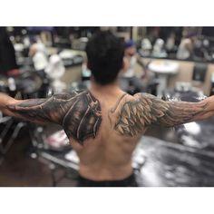 Wings tattoo back Schulterpanzer Tattoo, Tattoo Arm Mann, Wing Tattoo Men, Eagle Wing Tattoos, Arm Sleeve Tattoos, Tattoo Sleeve Designs, Tattoo Designs Men, Body Art Tattoos, Tatoos