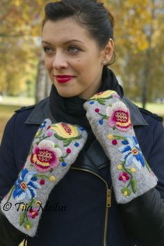 felted mittens with rich floral embroidery (North-Estonian folk pattern) by Tiia Meitus