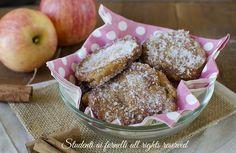 Le frittelle di mele e cannella sono delle focaccine dolci fritte ma non fritte davvero deliziose, perfette per la merenda dei più piccini.