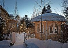 Pihan jouluvalot – 12 tunnelmallista ideaa | Meillä kotona Gazebo, Outdoor Structures, Cabin, House Styles, Home Decor, Snow, Decoration, Christmas, Homemade Home Decor