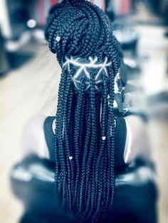 Box braids wit few beads