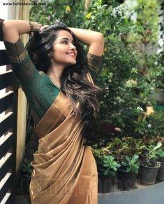Anupama Parameswaran (aka) Anupama high quality photos stills images & pictures Beautiful Saree, Beautiful Indian Actress, Stunning Dresses, Beautiful Actresses, Onam Saree, Kerla Saree, Bandhani Saree, Lehenga, Kerala Saree Blouse Designs