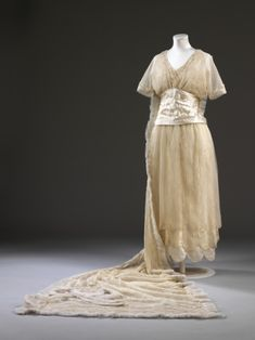 Wedding Dress Made Of Silk Satin, Glass Beads Embroidered On Net, Lace Lined With Tulle - Designed By Aida Woolf - London, England - Victoria & Albert Museum Vintage Gowns, Vintage Bridal, Vintage Outfits, Edwardian Fashion, Vintage Fashion, Vintage Beauty, Gothic Fashion, Vintage Style, Women's Fashion
