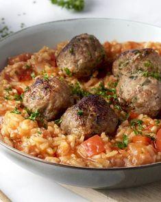 Albondigas zijn heerlijke gehaktballetjes die in Spanje vaak als tapa worden gegeten, maar je kan er ook een heerlijke vullende maaltijd meemaken.