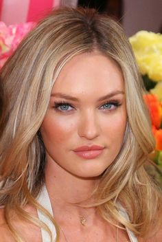 lots of pictures of Candice Swanepoel. Candice Susan Swanepoel is a South African model best known for her work with Victoria's Secret. Vote for the best Swanepoel photo. Candice Swanepoel Hair, Short Hair Cuts, Short Hair Styles, Blonde Hair Shades, Hair Color And Cut, Hair Colour, Golden Blonde, Blonde Highlights, Mannequins