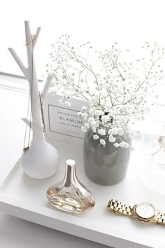 Interior I believe it´s the little things that completes a room and that makes it more personal. Decoration Inspiration, Room Inspiration, Interior Inspiration, Glamour Decor, Perfume Tray, Perfume Display, Perfume Bottle, Interior Styling, Interior Design