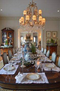 Glorious and Luxury Western Dining Room Design 1 - Home Design Elegant Dining Room, Luxury Dining Room, Elegant Dining, Dining Room Inspiration, Dining Room Furnishings, Dining Room Decor, Farmhouse Dining Rooms Decor, Farmhouse Dining, Traditional Dining Rooms