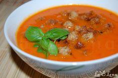 De mai mult timp ma gandesc sa incerc o astfel de reteta, dar imi era frica sa nu fac pur si simplu un bulion de rosii, adica cel putin asa auzeam eu cand mi se spunea de supa de rosii. In plus vroiam o reteta simpla, care se prepara rapid, fara multe operatiuni pregatitoare. Da, si se pare ca mi-am gasit reteta perfecta - este o reteta de supa crema italieneasca, iese intr-adevar o supa cu gust foarte bun si complet - nu cu gust de bulion de rosii :) V-o recomand, este delicioasa si rece si… Thai Red Curry, Bacon, Deserts, Healthy Recipes, Healthy Foods, Soup, Lunch, Diet, Cooking