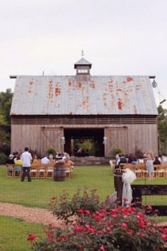 Another beautiful barn as the ceremony backdrop. Love it!